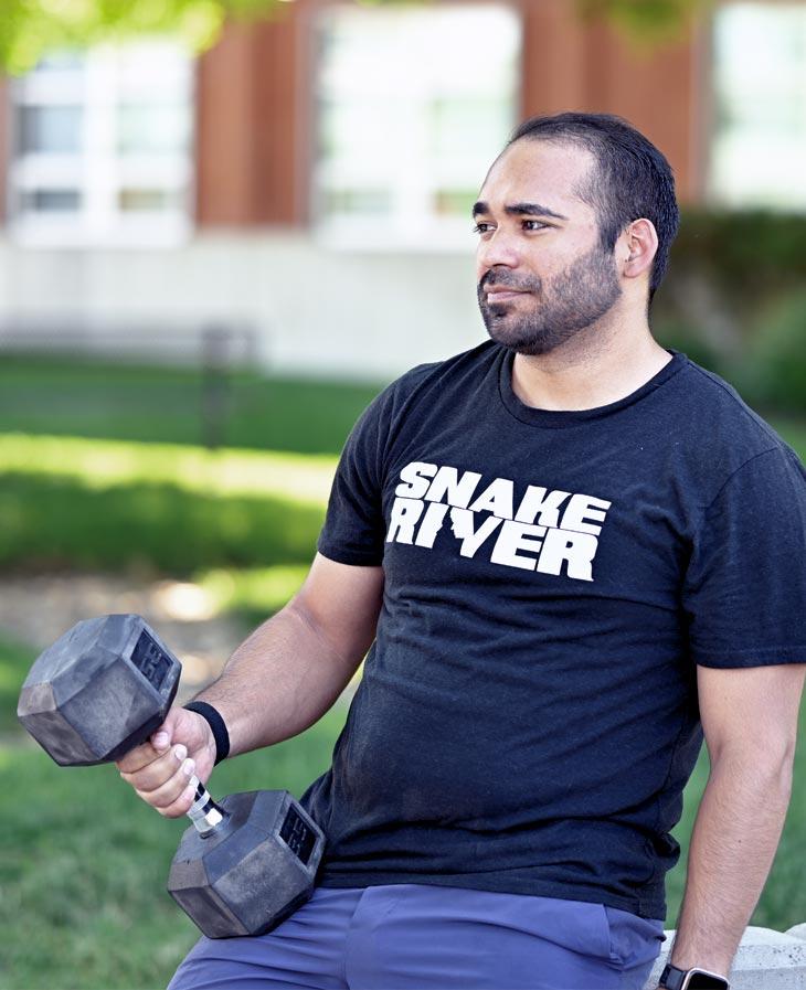 Oscar Mariscal lifting weights